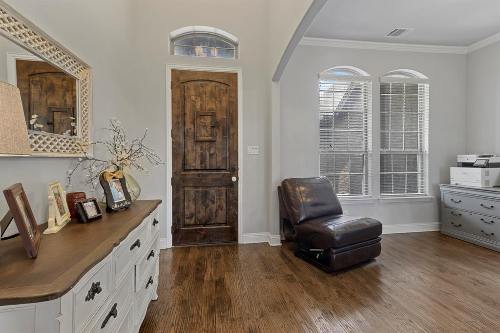 Active | 1233 Bluff Springs Drive Fort Worth, Texas 76052 6