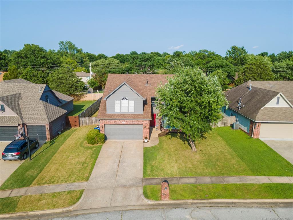 Off Market   321 N Hemlock Avenue Broken Arrow, Oklahoma 74012 45