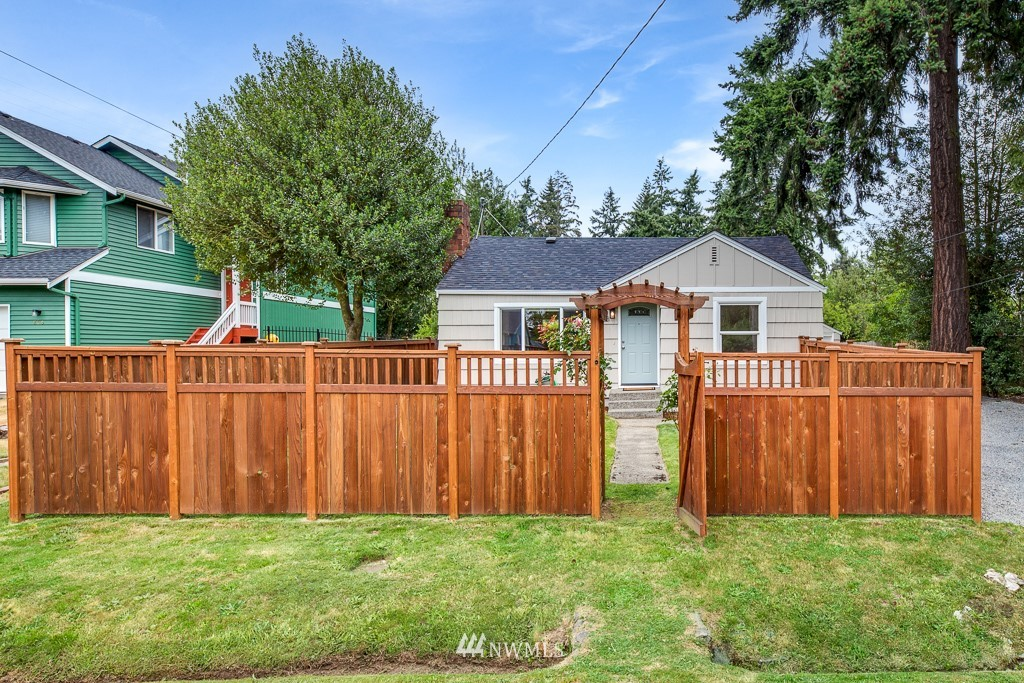 Sold Property   808 NE 117th Street Seattle, WA 98125 1
