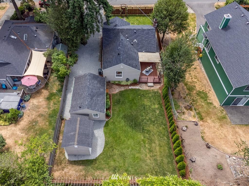 Sold Property   808 NE 117th Street Seattle, WA 98125 2