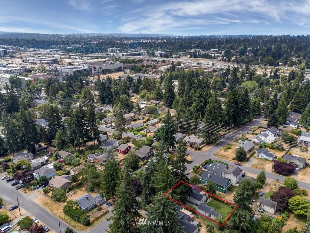 Sold Property   808 NE 117th Street Seattle, WA 98125 3