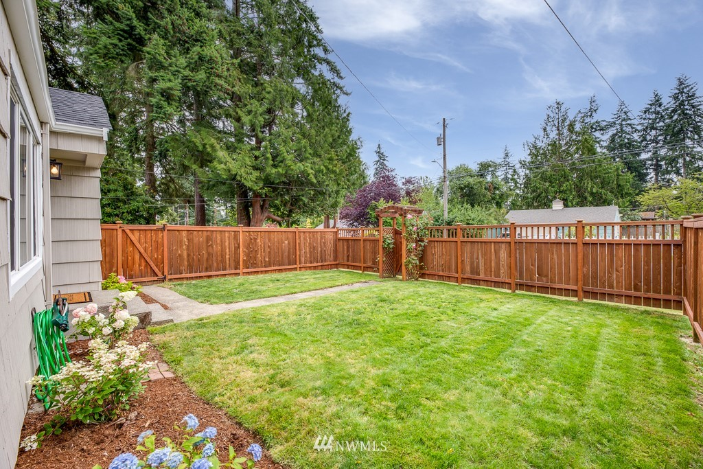 Sold Property   808 NE 117th Street Seattle, WA 98125 6