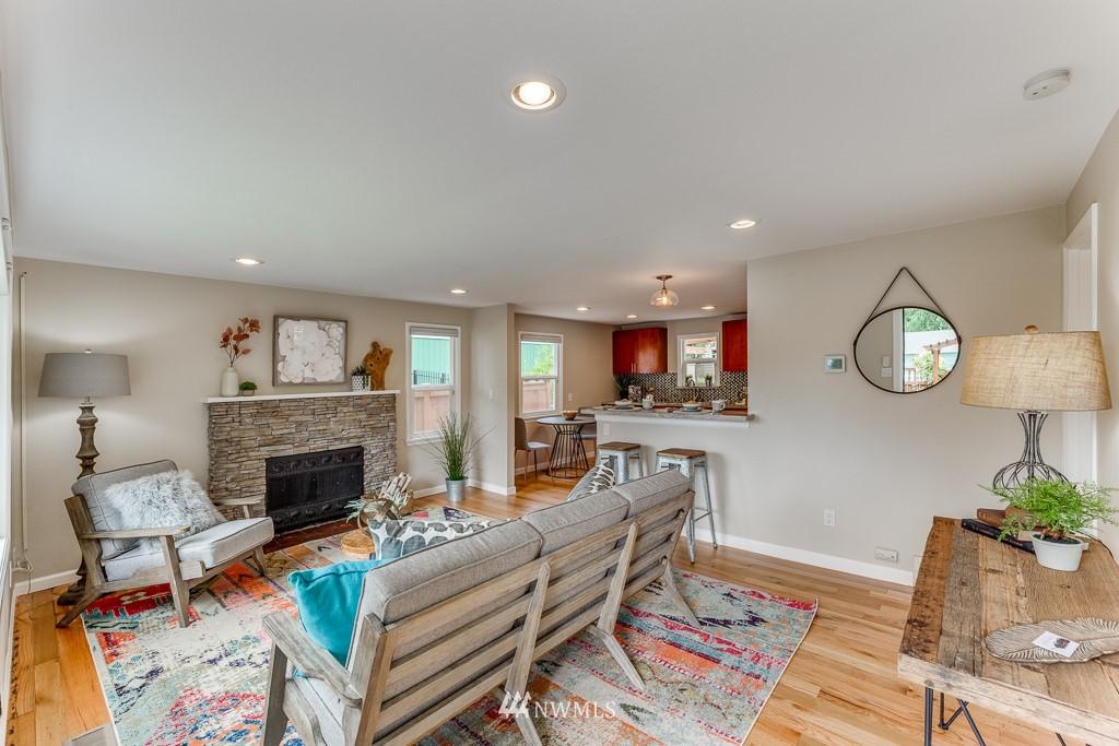 Sold Property   808 NE 117th Street Seattle, WA 98125 9