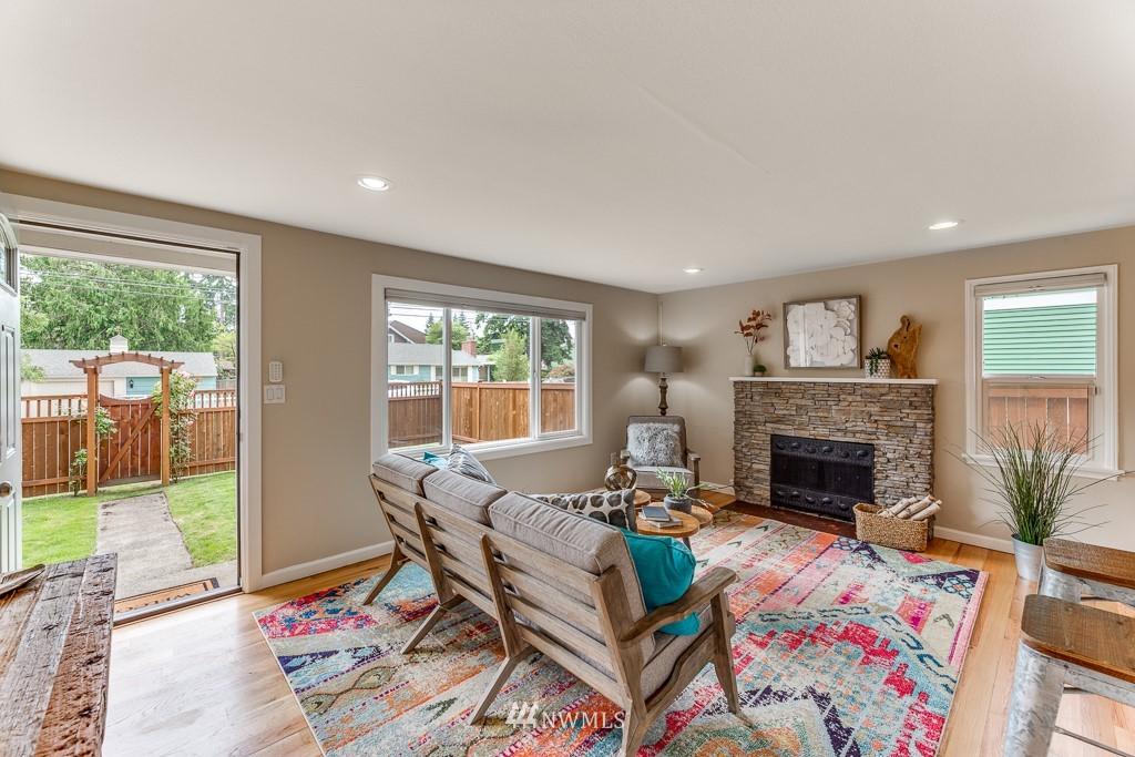 Sold Property   808 NE 117th Street Seattle, WA 98125 10