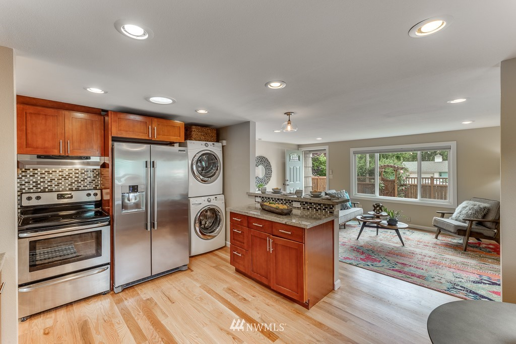 Sold Property   808 NE 117th Street Seattle, WA 98125 14