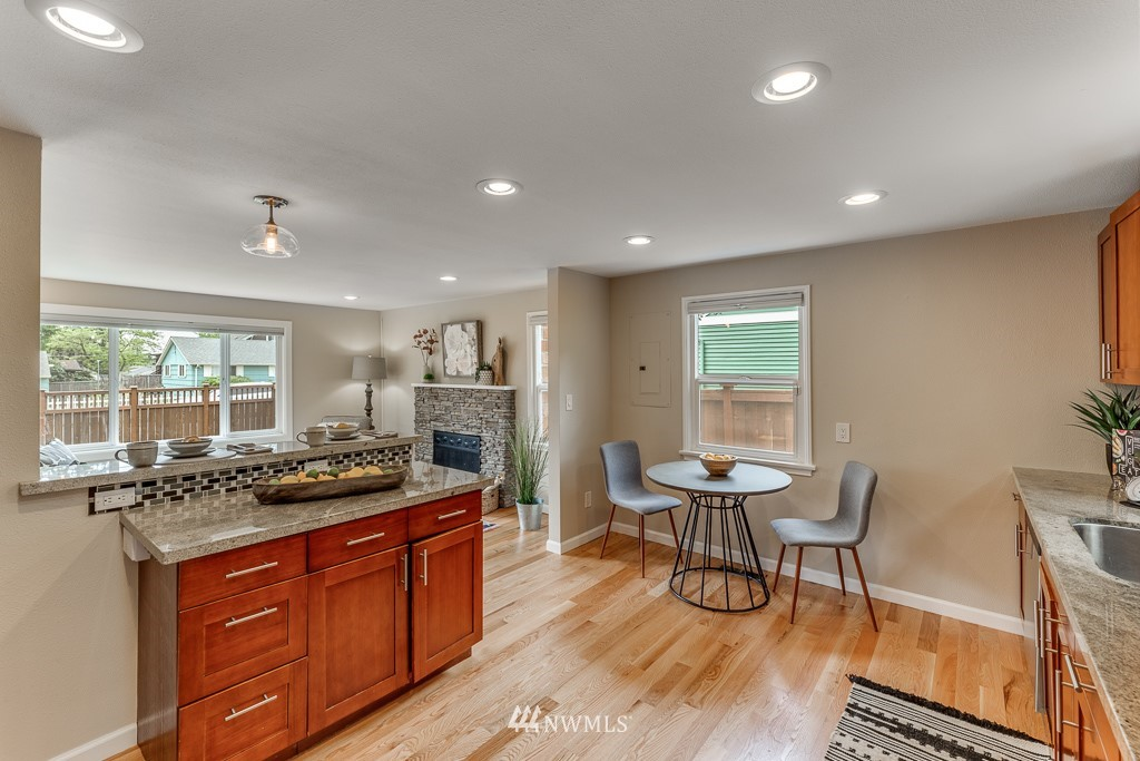 Sold Property   808 NE 117th Street Seattle, WA 98125 15