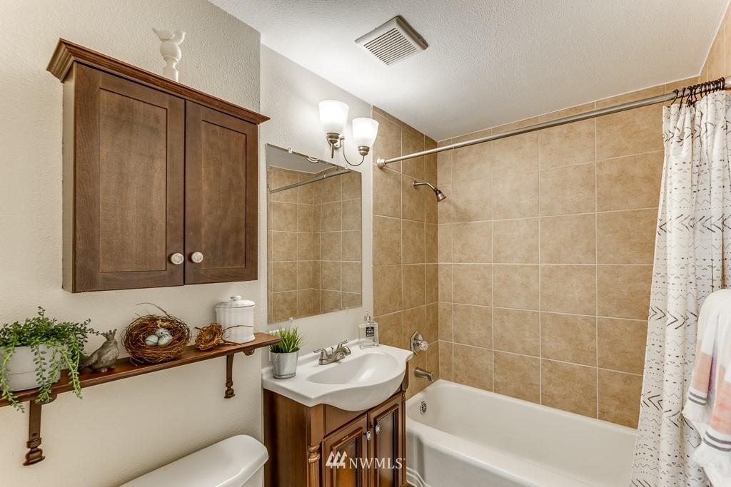 Sold Property   808 NE 117th Street Seattle, WA 98125 19