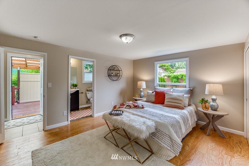 Sold Property   808 NE 117th Street Seattle, WA 98125 21