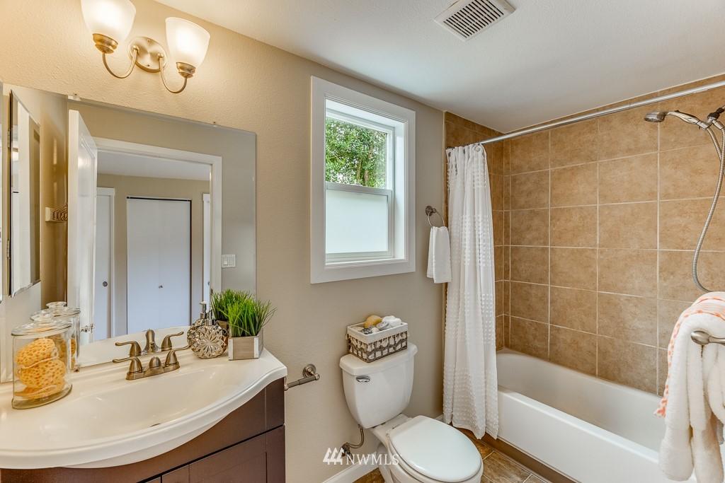 Sold Property   808 NE 117th Street Seattle, WA 98125 22