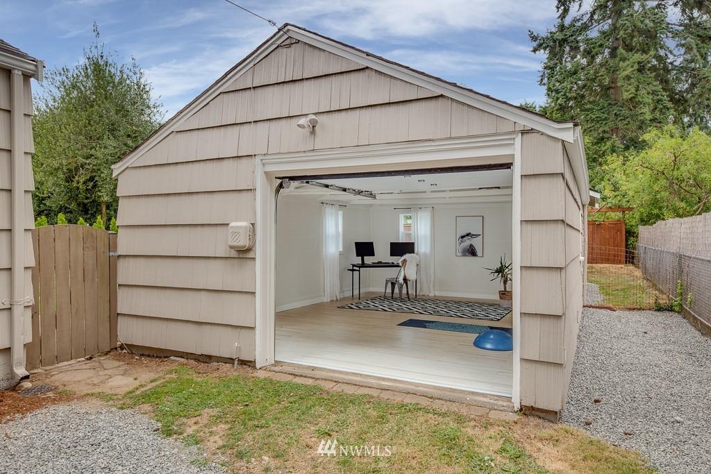 Sold Property   808 NE 117th Street Seattle, WA 98125 25