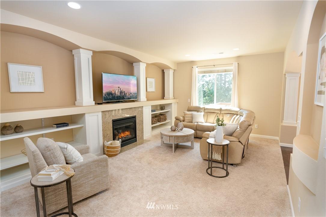 Sold Property   11415 5th Avenue SW Seattle, WA 98146 3