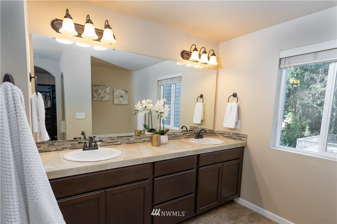 Sold Property   11415 5th Avenue SW Seattle, WA 98146 13