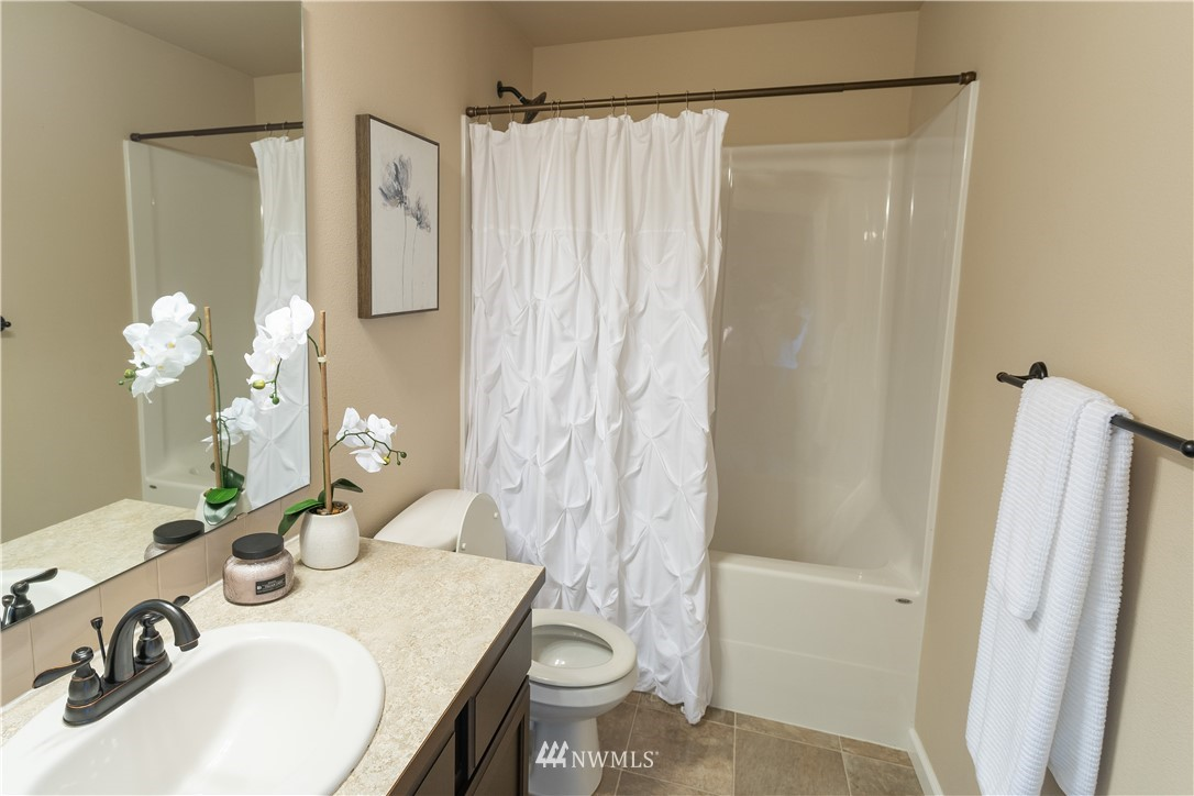 Sold Property   11415 5th Avenue SW Seattle, WA 98146 16
