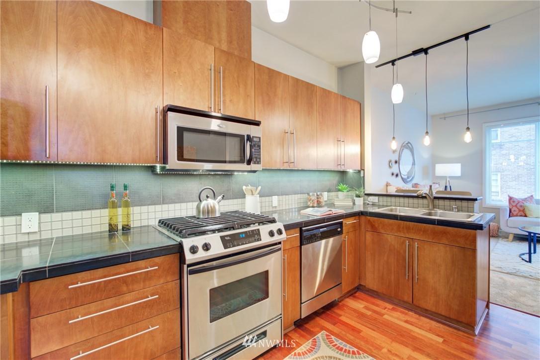 Sold Property | 124 Bellevue Avenue E #700 Seattle, WA 98102 8