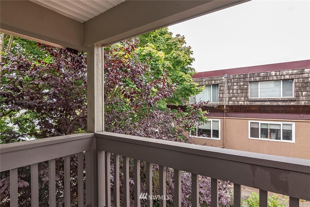 Sold Property | 2152 N 112th Street #302 Seattle, WA 98133 8