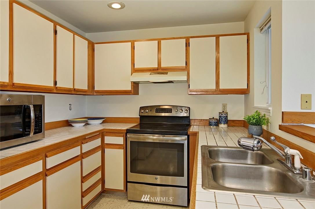 Sold Property | 2152 N 112th Street #302 Seattle, WA 98133 10