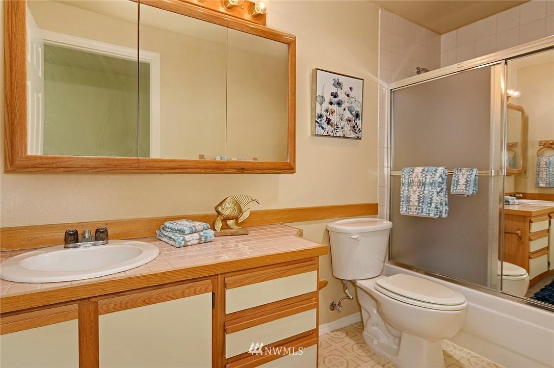 Sold Property | 2152 N 112th Street #302 Seattle, WA 98133 17