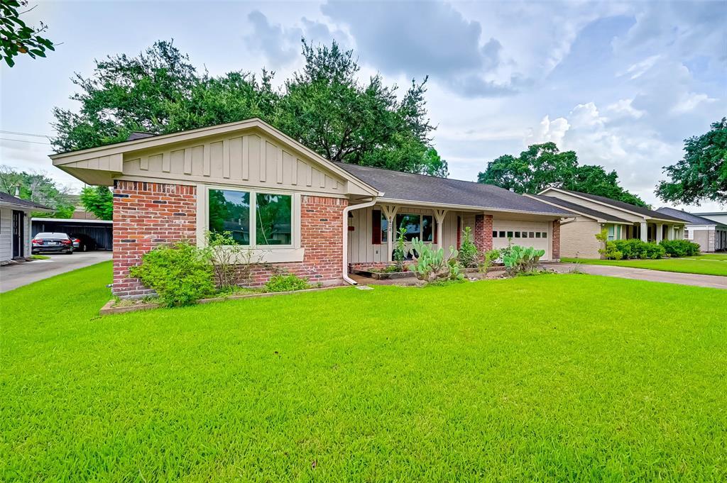 Active | 5015 Lymbar Drive Houston, Texas 77096 1