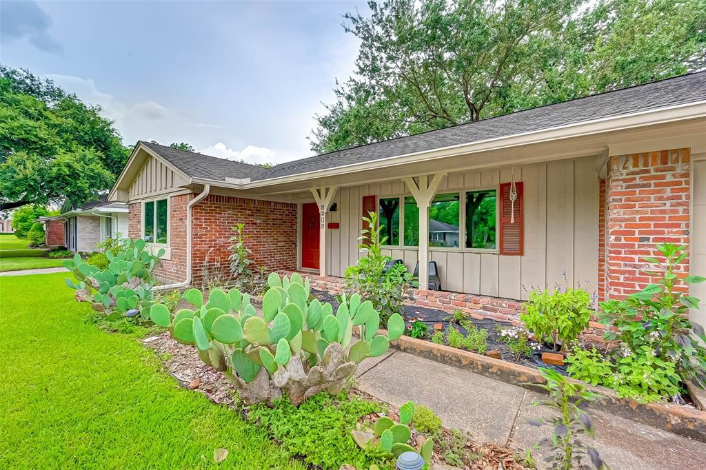 Active | 5015 Lymbar Drive Houston, Texas 77096 5