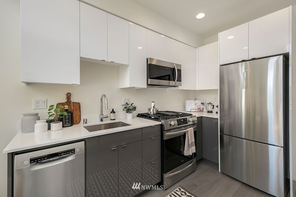 Sold Property   6700 Carleton Avenue S #C Seattle, WA 98108 9
