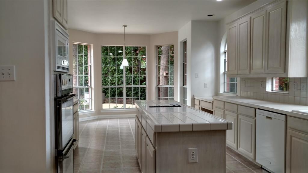 Sold Property | 420 Royal Colonnade Arlington, Texas 76011 2