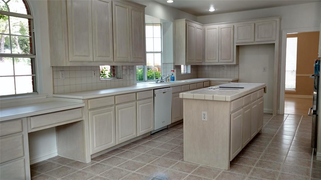 Sold Property | 420 Royal Colonnade Arlington, Texas 76011 4