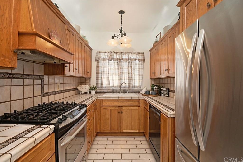 Closed   4678 W 140th Street Hawthorne, CA 90250 15
