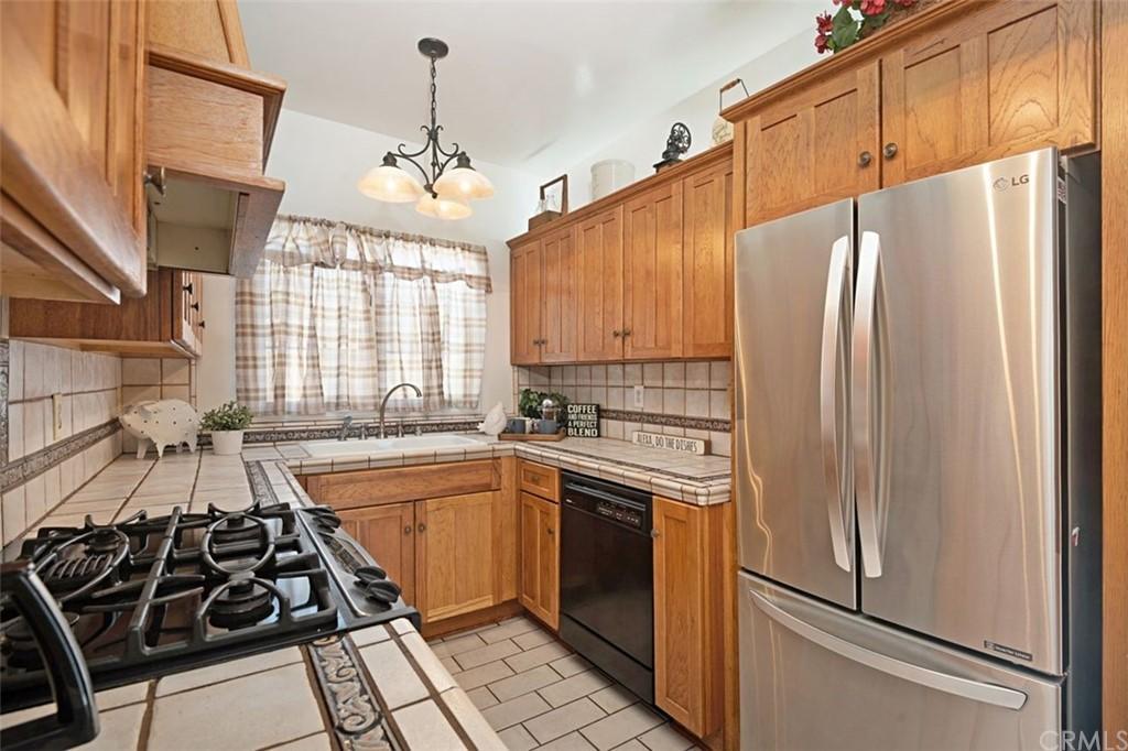 Closed   4678 W 140th Street Hawthorne, CA 90250 17