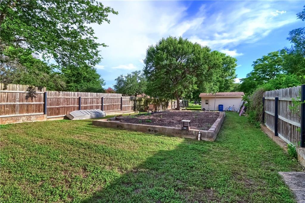 Closed   12001 Cactus Bend Austin, TX 78727 39