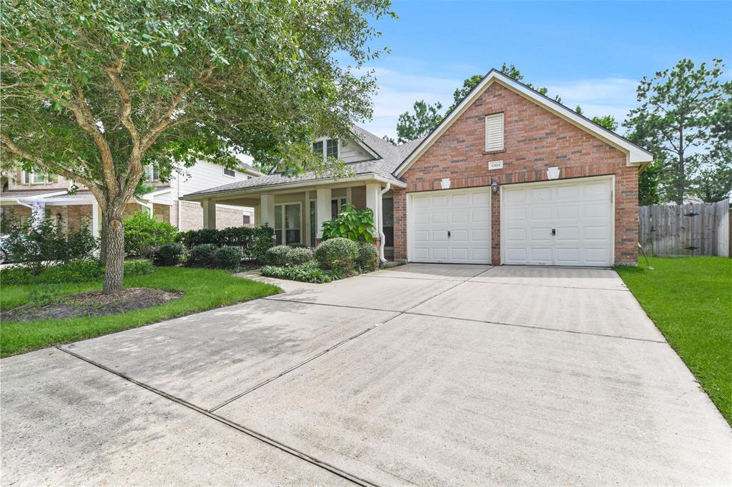 Off Market   13811 Duran Falls Court Houston, Texas 77044 2