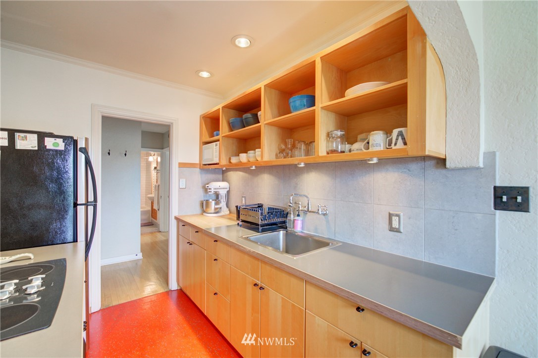 Active | 1623 Taylor Ave. North #301 Seattle, WA 98109 11