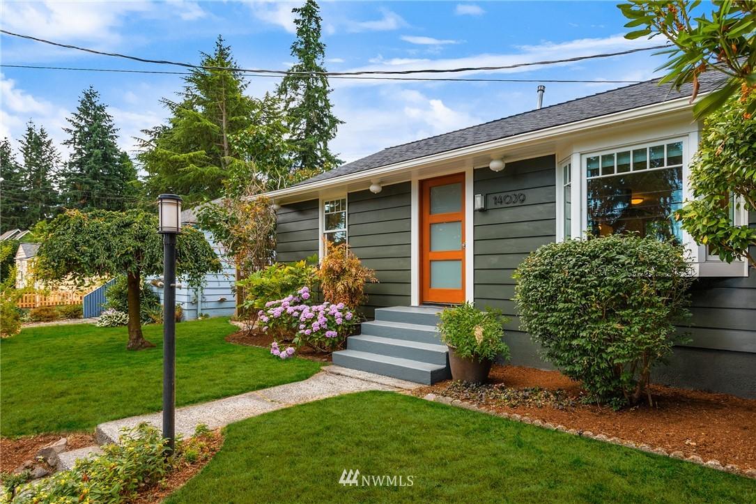 Pending | 14039 24th Avenue NE Seattle, WA 98125 1