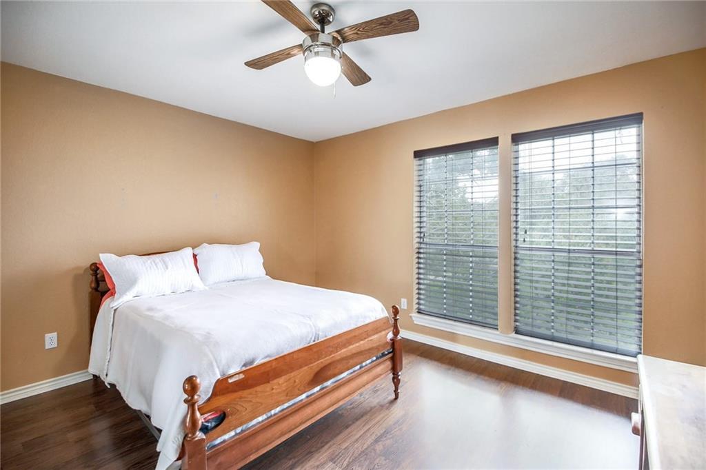 Closed | 121 E Legend Oaks Drive Georgetown, TX 78628 24