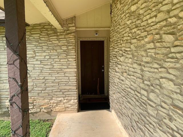 Closed   2108 Lampwick Circle Austin, TX 78727 8