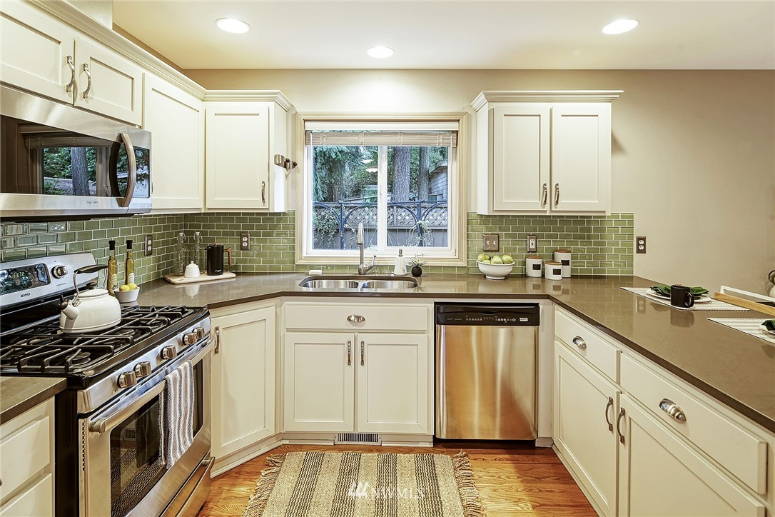 Sold Property | 722 N 188th Street Shoreline, WA 98133 10