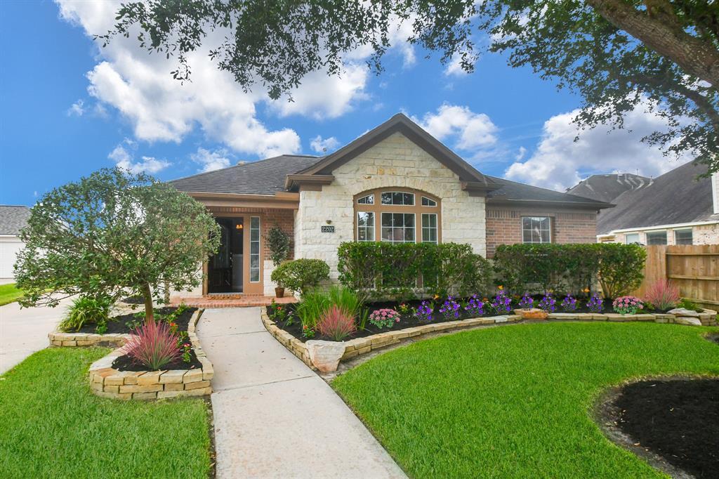 Option Pending | 2202 Cambridge Shores Lane Pearland, Texas 77584 1