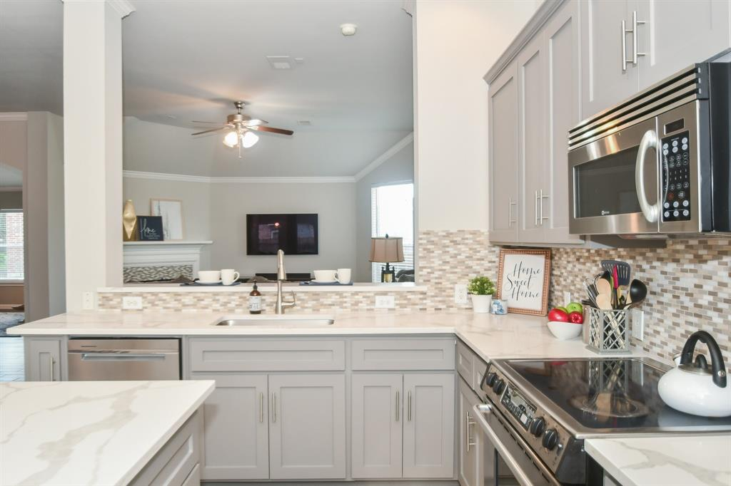 Option Pending | 2202 Cambridge Shores Lane Pearland, Texas 77584 14