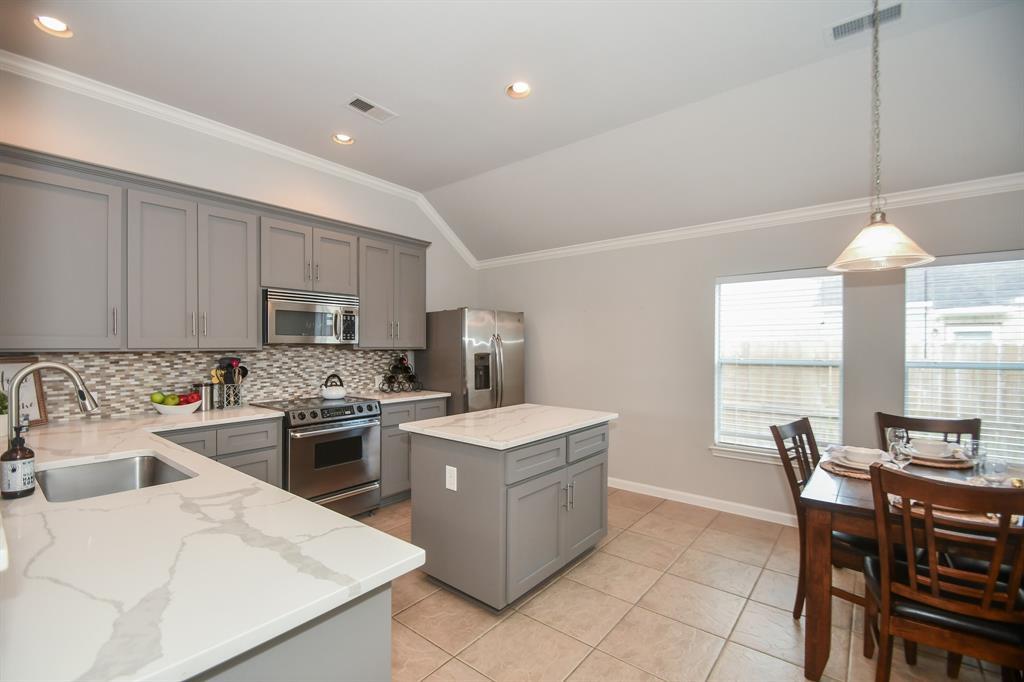 Option Pending | 2202 Cambridge Shores Lane Pearland, Texas 77584 15