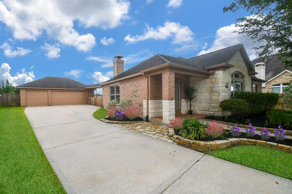 Option Pending | 2202 Cambridge Shores Lane Pearland, Texas 77584 2