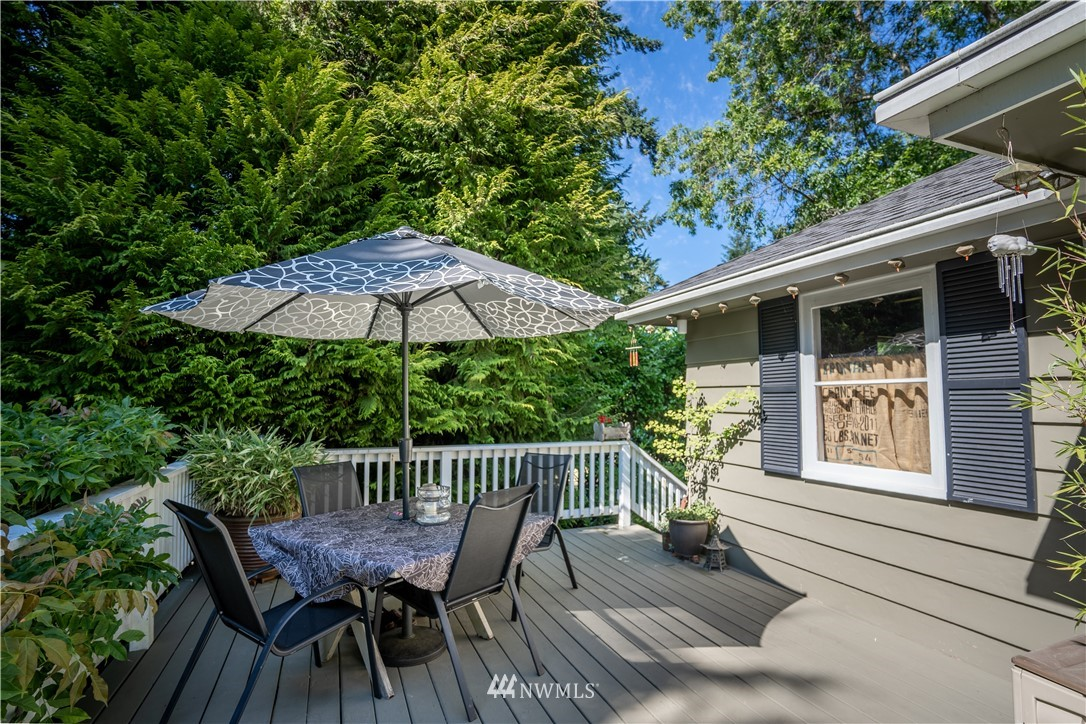 Sold Property   11825 8th Avenue NW Seattle, WA 98177 6