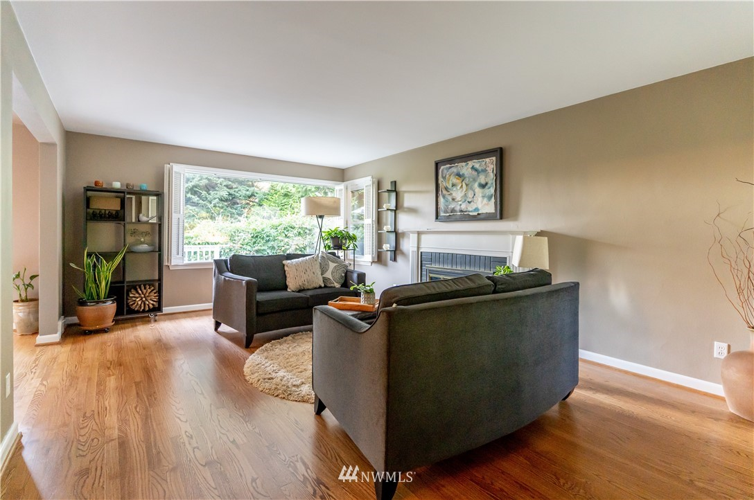 Sold Property   11825 8th Avenue NW Seattle, WA 98177 10