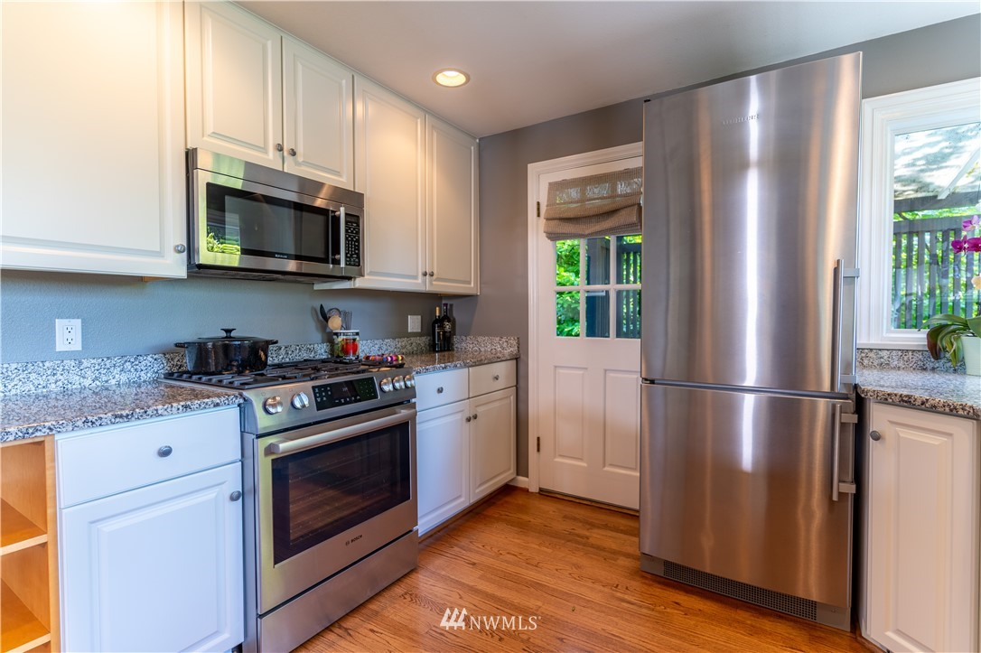 Sold Property   11825 8th Avenue NW Seattle, WA 98177 17