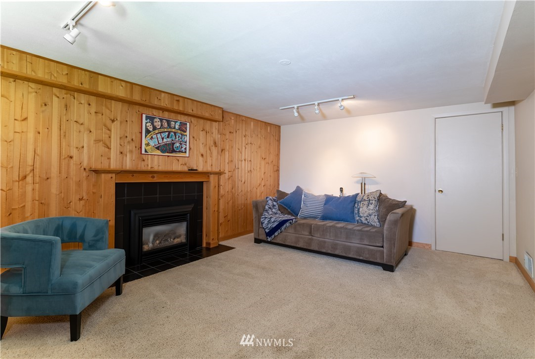 Sold Property   11825 8th Avenue NW Seattle, WA 98177 20
