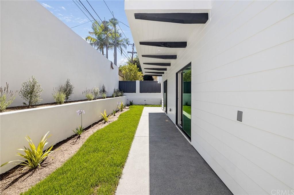 Active   2216 Gates Avenue #B Redondo Beach, CA 90278 26