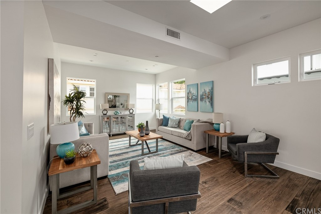 Active   2216 Gates Avenue #B Redondo Beach, CA 90278 8