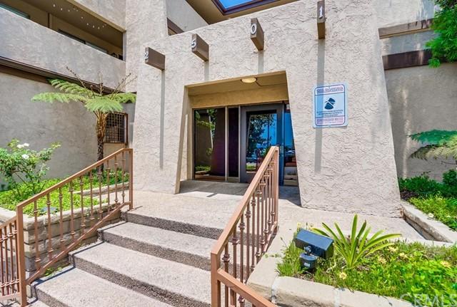 condominium in Gardena | 2501 W Redondo Beach Boulevard #211 Gardena, CA 90249 1