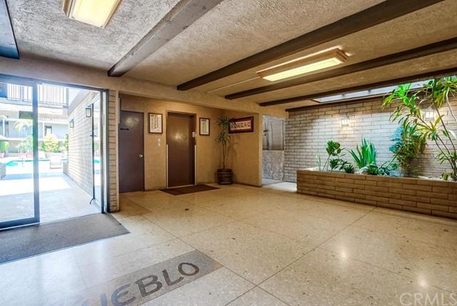 condominium in Gardena | 2501 W Redondo Beach Boulevard #211 Gardena, CA 90249 3