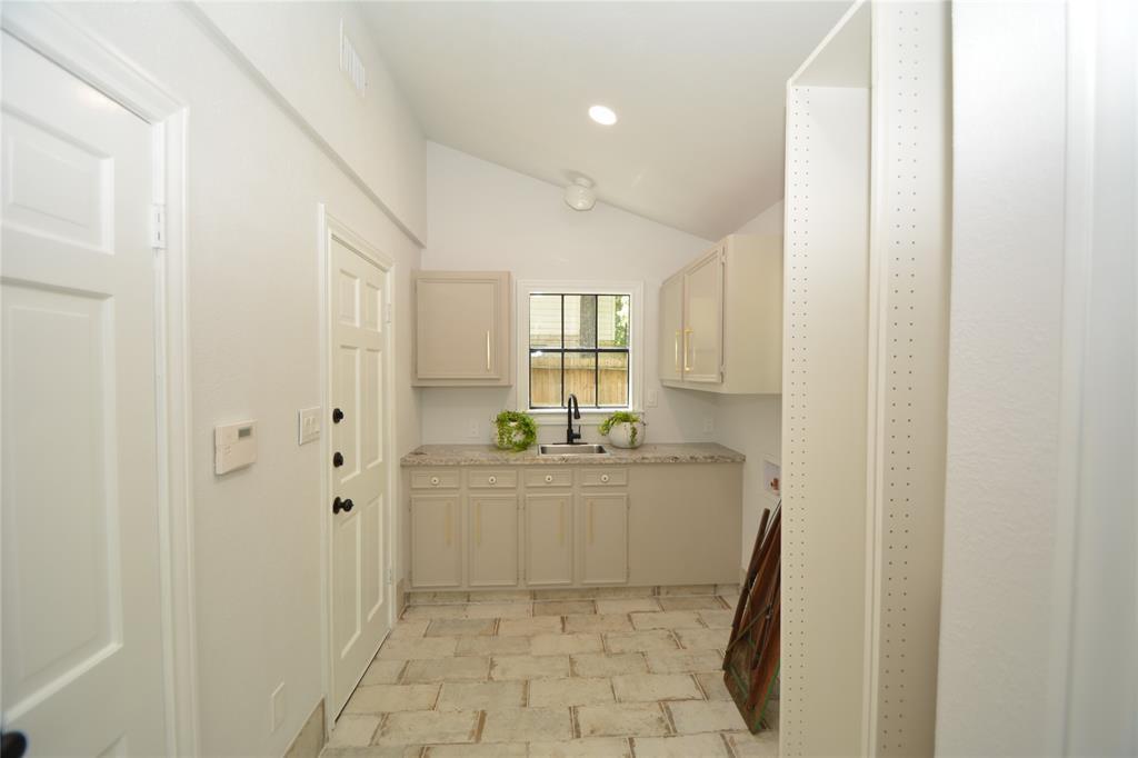 Option Pending   5 Green Bower Lane The Woodlands, Texas 77380 22