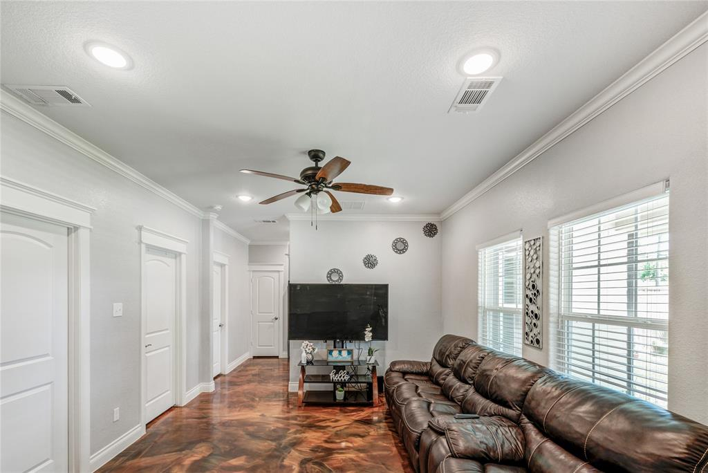 Pending | 6923 Finch Street Houston, Texas 77028 11