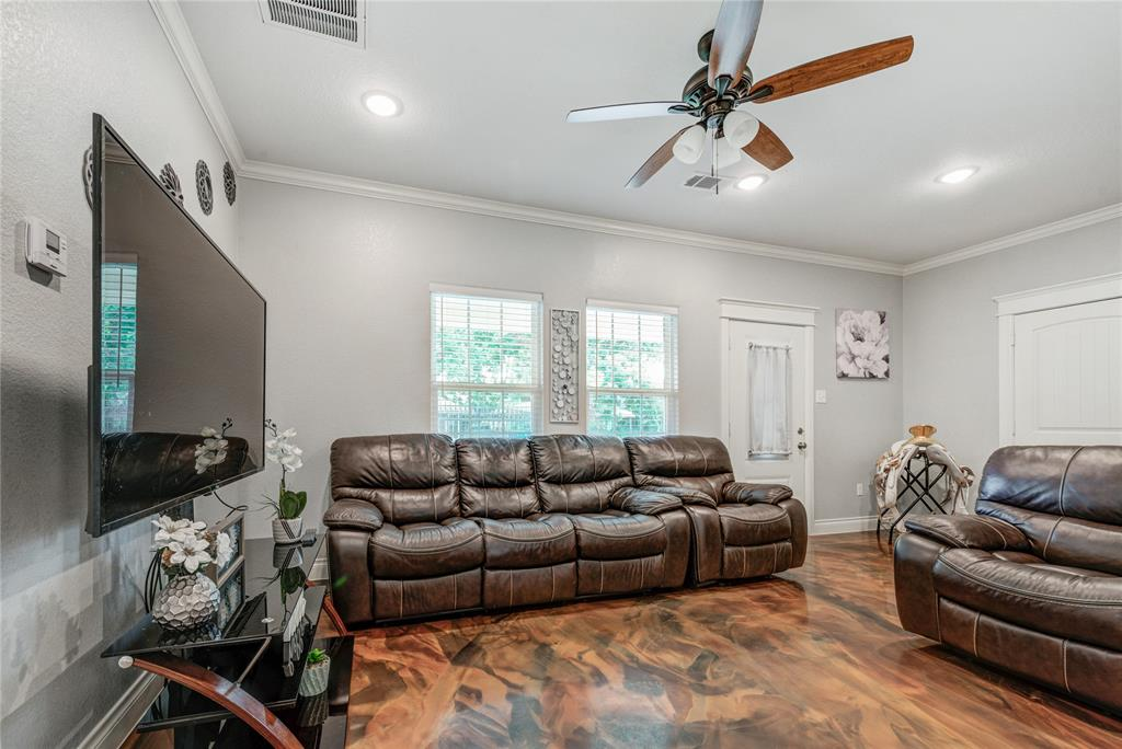 Pending | 6923 Finch Street Houston, Texas 77028 12